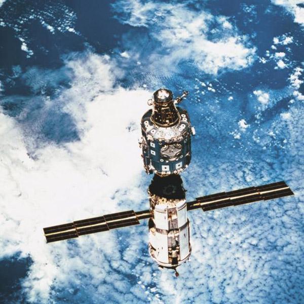 low earth orbit freefall - photo #34